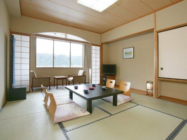 【和室】家族連れやグループ旅行におすすめの和室です。お布団敷きは係りがお部屋に伺います。