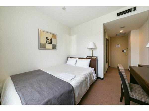 15.1平米シングルルーム、全室140cmセミダブルベッドを設置