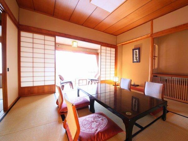 本館【10+4畳】 次の間と化粧室もついた、ゆとりある広さの和室です。
