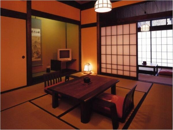 【和楽亭】10室のお部屋にはそれぞれに専用の露天風呂と木の香もやさしい内風呂を備えております。