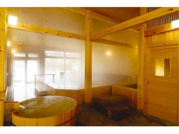 母屋の大浴場は桧の香りとともに、良質な温泉をお楽しみいただけます。