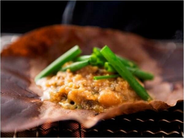 朴葉みそは料理長のオリジナルレシピ。ここでしか味わえない一品です。