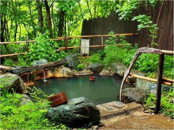 【貸切露天風呂】無料で利用できる貸切露天風呂。森に囲まれて・・・