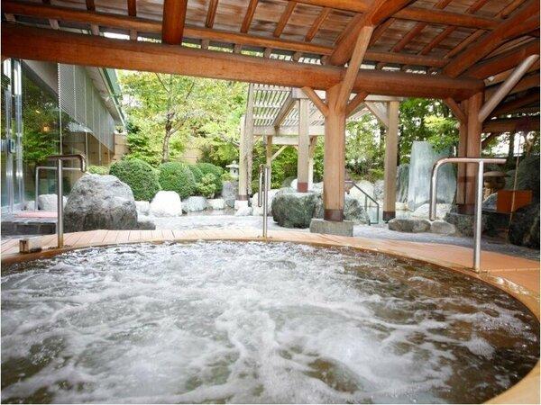 【温泉】本陣大浴殿(ジャグジー)/泉質は弱アルカリ性。Ph値が8.2で「美人の湯」と呼ばれています。