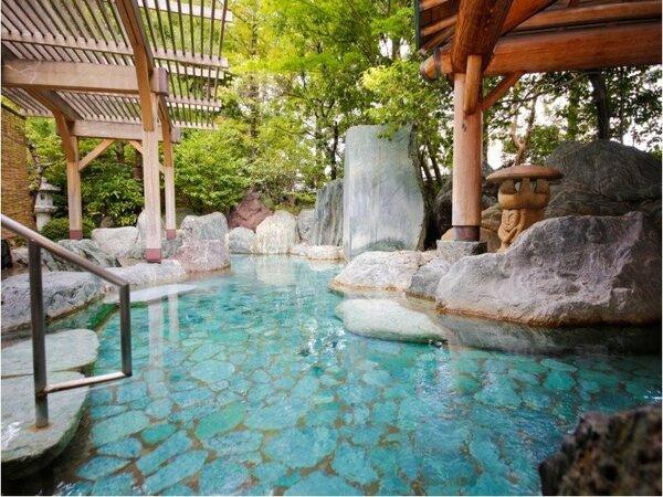 【温泉】本陣大浴殿(露天風呂)/12年連続で「人気温泉旅館ホテル250選」で5つ星に選ばれました。