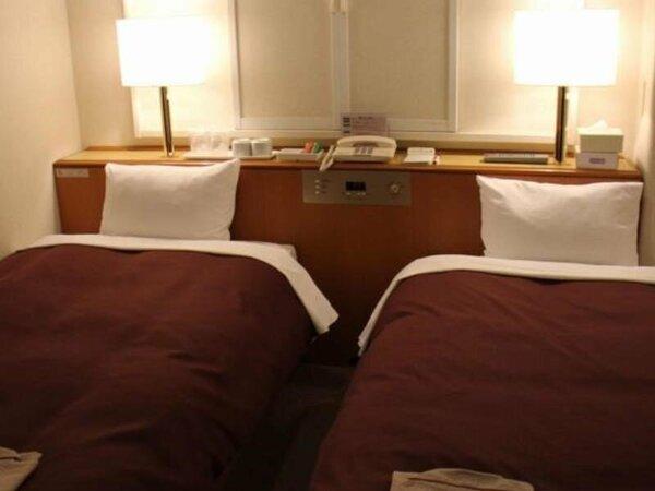 【ライトツイン】12平米のお部屋に2台のシングルベッドを配備。 ベッド幅120cm/全室Wi-Fi接続可