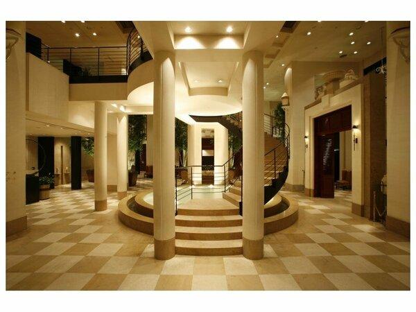 エキゾチックな雰囲気漂うホテルロビー(イメージ)