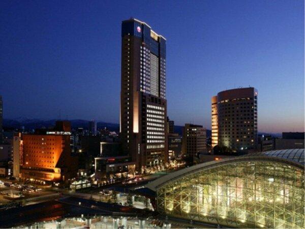 市内随一の高さを誇るホテル日航金沢は、城下町金沢を一望できます。夜景もどうぞお愉しみください。