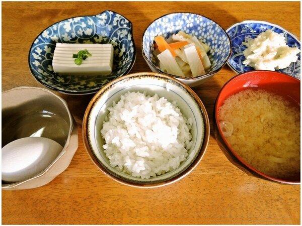 *【お料理】朝食一例。日替わりの和朝食をお召し上がりください。