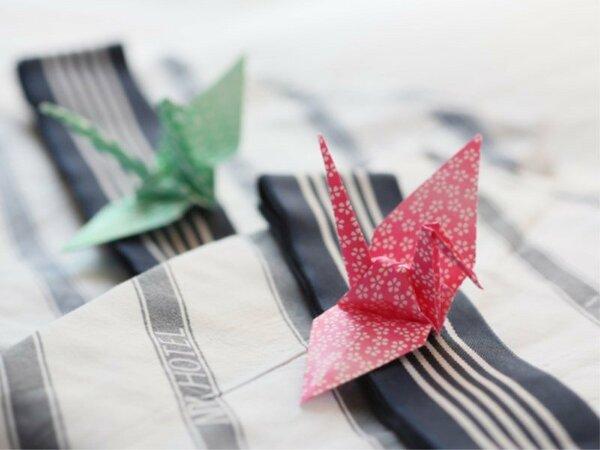 【浴衣】全ての客室にご用意しております。スタッフの手作り折り鶴がお客様をお迎えしております♪