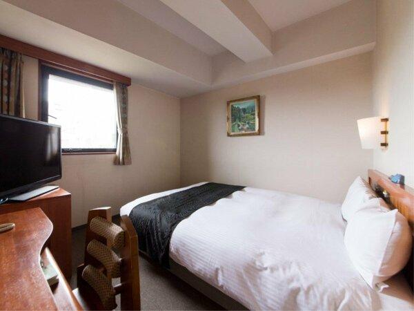 【禁煙セミダブルルーム】ベッド120cm×1台 カップルのお客様にオススメ♪ 天窓のお部屋もあります。