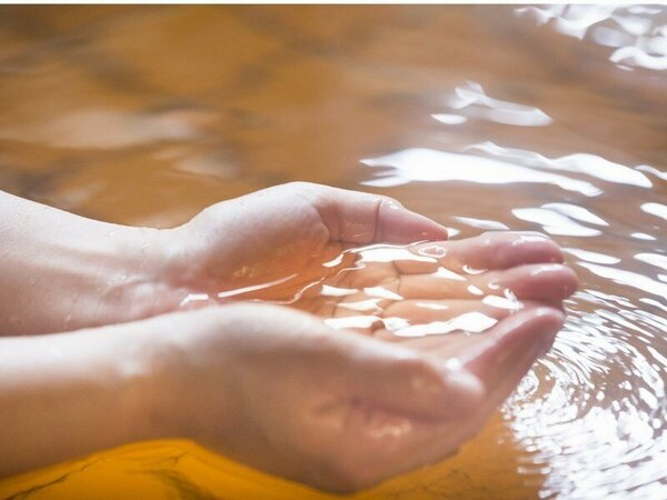 """とろっと滑らかな泉質は""""美肌の湯""""といわれております"""