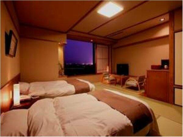 ◆和洋室ツインタイプ◆落ち着いた和風のお部屋にツインベッド。窓から望む筑後川はまた格別です。