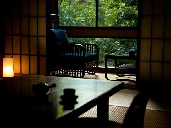 【客室】四季の訪れを色鮮やかに感じる、日常とは違うひと時をお過ごし下さい