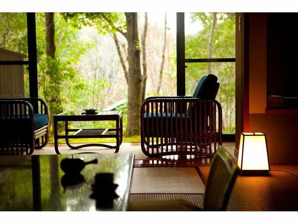 ソファーに座り、四季の風景、香り、を思う存分に楽しめます。