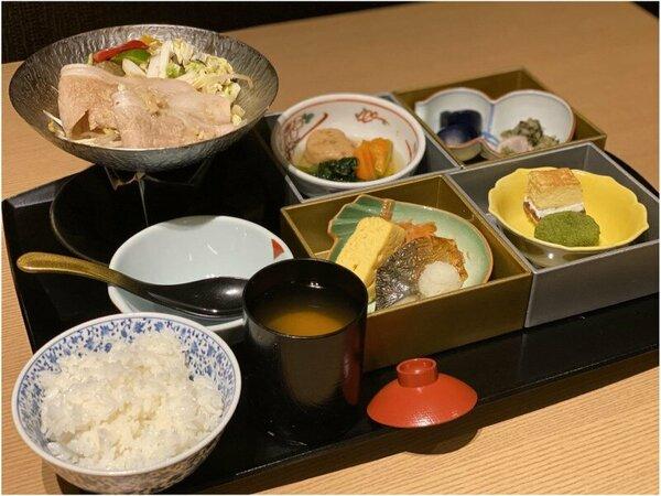 日替わり和朝食です!豚肉の生姜醤風味は朝から温まってぽかぽかです◎