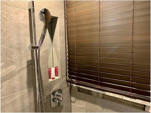 バスルームは全室レインシャワー付き。(バスタブはございません)