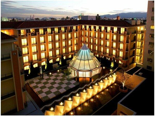 ホテル景観一例(本館よりサウスウィングを臨む)