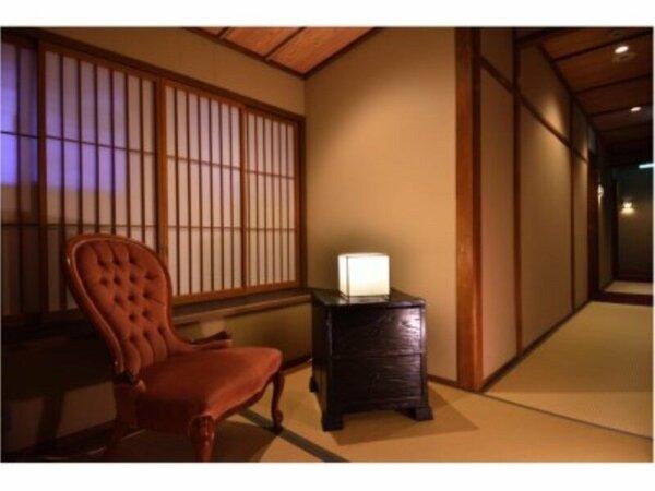 二階の寛ぎスペース。京都の書籍をご用意しております。