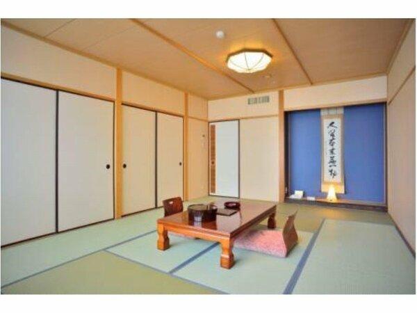 琵琶湖側和室10畳、琵琶湖の夜景が美しい