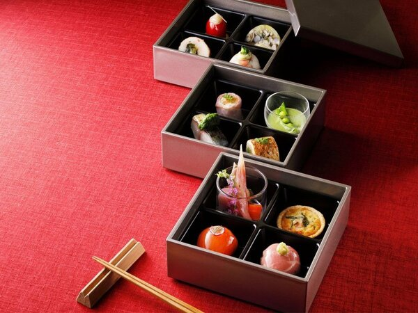 朝食は、お重「京の四季彩箱」とビュッフェの両方をお楽しみください ※写真はイメージ