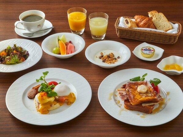 朝食メニュー(洋食) メイン料理をエッグベネディクト または フレンチトーストからお選びいただけます