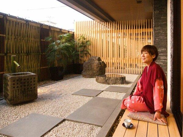 ◆過ごし方◆閑静な住宅街に佇む、京都らしい和の旅館。お庭を眺めて、おくつろぎください