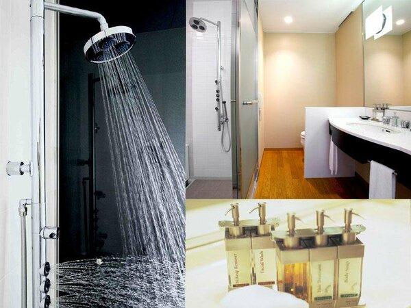 セパレートバスルーム・・・ 多機能シャワーが旅の疲れを癒してくれます。バスアメニティもおすすめです。