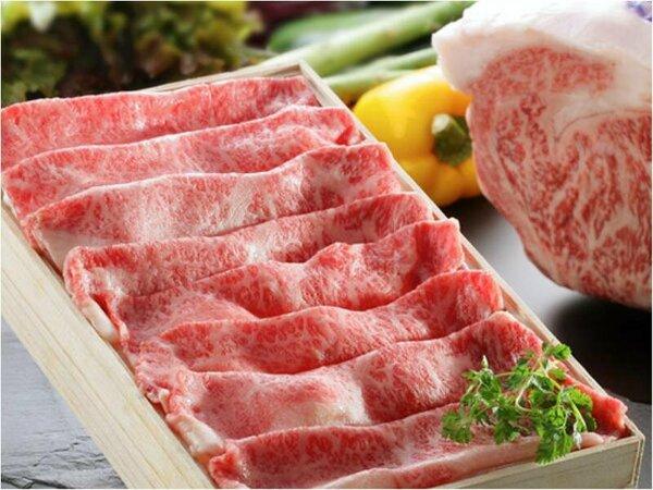 【米沢牛】確かな品質のお肉を提供する為、調理長自ら卸市場に出向いて厳選しております。