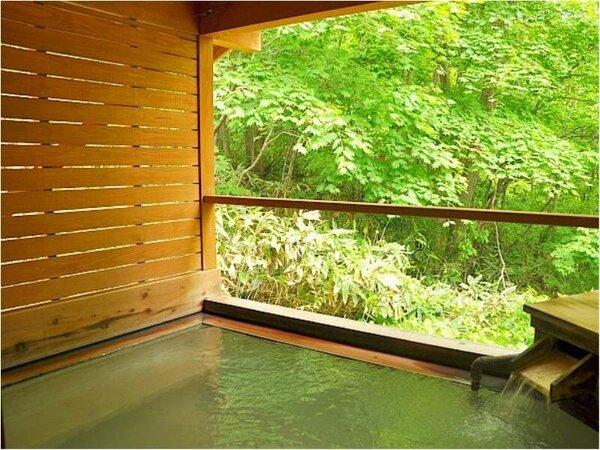 【お風呂】露天風呂かもしか遊びの湯~四季折々の自然を眺めながら乳白色の温泉にゆったり浸かる