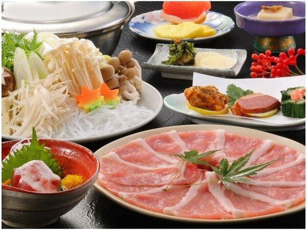 肉質が柔らかくあっさりした甘みの山形県産「米の娘豚」をしゃぶしゃぶで