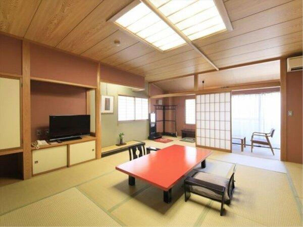 家族みんなでお泊りいただける16.5畳の広さ特別室「茜彩」