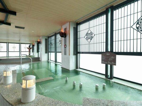 【8F 展望大浴場「天の原」】8F大浴場の浴槽も種類豊富です。開放感あふれる空間でお楽しみください。