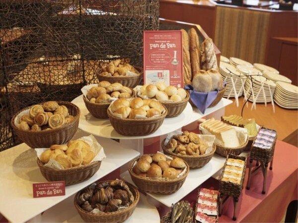 ◆【メインダイニング天河】/ご朝食には、焼きたてパンをご用意!