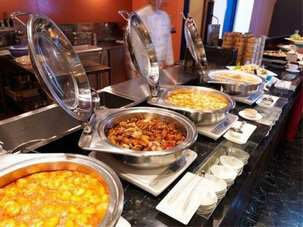 ◆【メインダイニング天河】/オープンキッチンでは、出来立てアツアツのお料理をご用意!