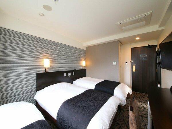 ウエストウイングトリプル例【広さ14.8平米/ベッド幅100cm×2台・90cm×1台(クラウドフィ