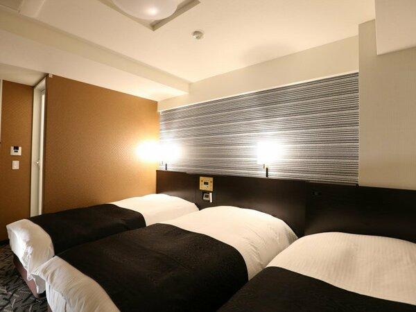 イーストウイングトリプル例【広さ約16平米/ベッド幅100cm×3台(クラウドフィット)】