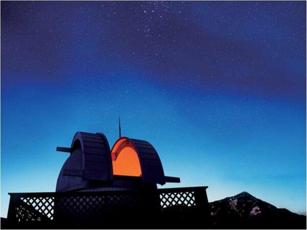 満天の星とホテル天体ドーム
