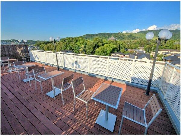 屋上には東大寺・若草山が一望できる展望デッキがございます。