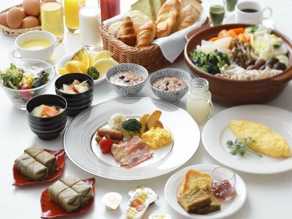 朝食バイキング。柿の葉寿司や三輪そうめん、奈良漬などの奈良らしいお料理もご用意しております。