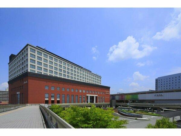 ホテル外観。JR奈良駅西口直結の好立地