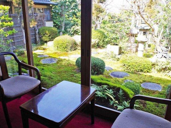 全客室から見える美しい日本庭園を眺めながら。。こころ休まるひとときをお過ごしください。