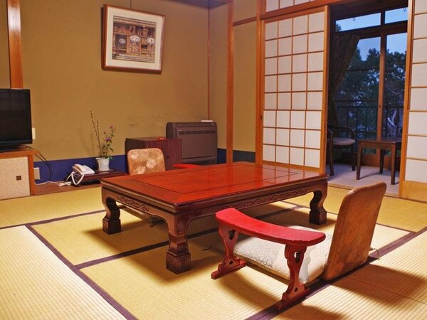【和室10畳】趣きのある落ち着いた雰囲気のお部屋。