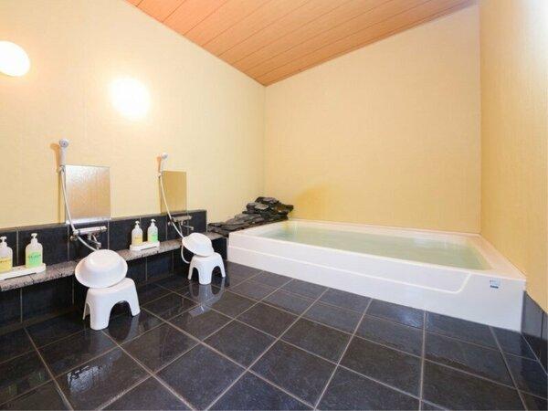 *大浴場/男女別の2種類のお風呂[炭の湯]と[季節の香り湯]が本館にございます