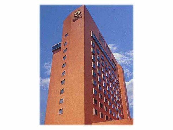 JR鳥取駅側から見たホテル外観