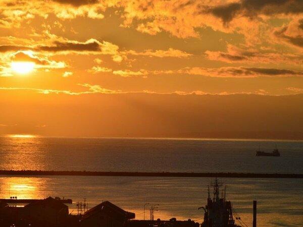 【景観】『13階展望ラウンジ』最上階の展望ラウンジからの『世界3大夕日の眺め』♪