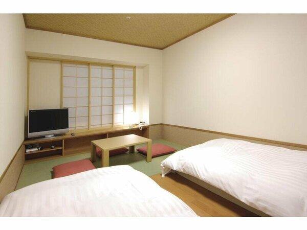 【客室】『和風ツインルーム』 広さ22平米 和ベッド2台、布団1組の最大3名様利用可能