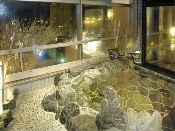 【大浴場】『男性露天風呂』※内湯、露天ともに15時から翌朝10時まで夜通しご利用頂けます。