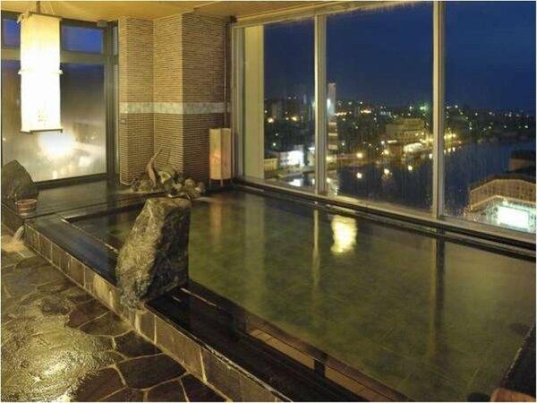 【大浴場】『男性内湯』大浴場は15時から翌朝10時まで夜通しご利用頂けます。