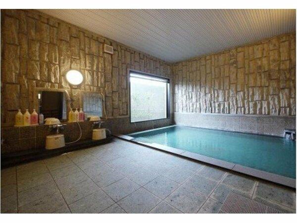 男女別活性石人工温泉大浴場 入浴時間 15:00から2:00、5:00から10:00
